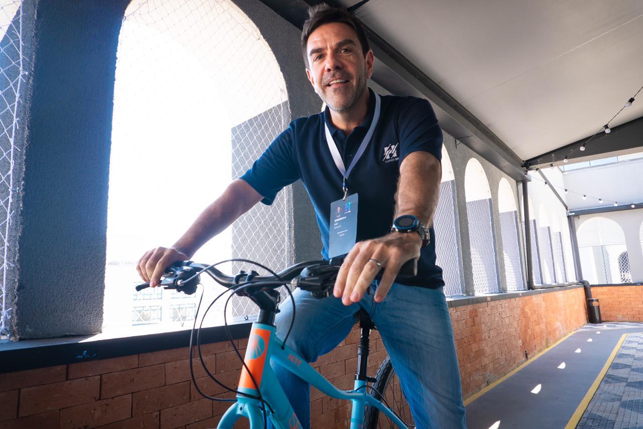 Jederson Beck passeando na ciclovia da Eureka Paulista
